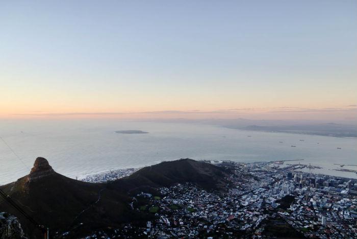 Não por acaso Cape Town é comparada ao Rio de Janeiro. No fundo, avista-se Robben Island