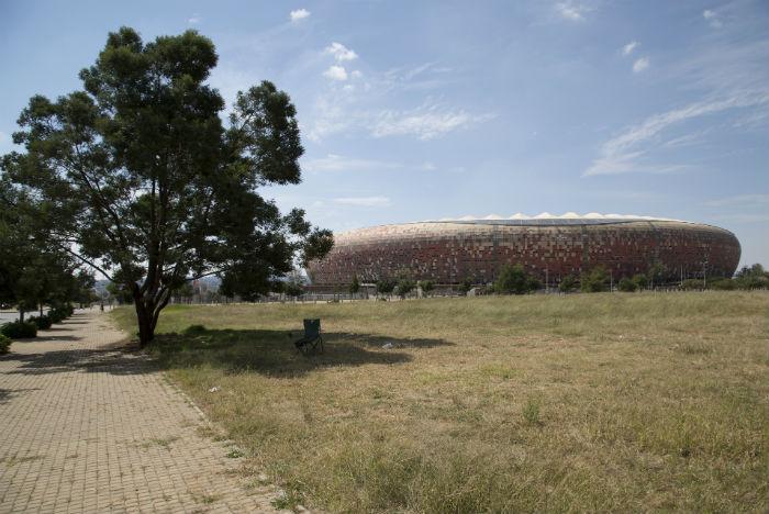 Também conhecido como Soccer City, o FNB Stadium é o maior da África