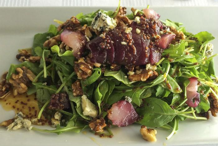 Salada de carpaccio e nozes é entradinha leve para refrescar