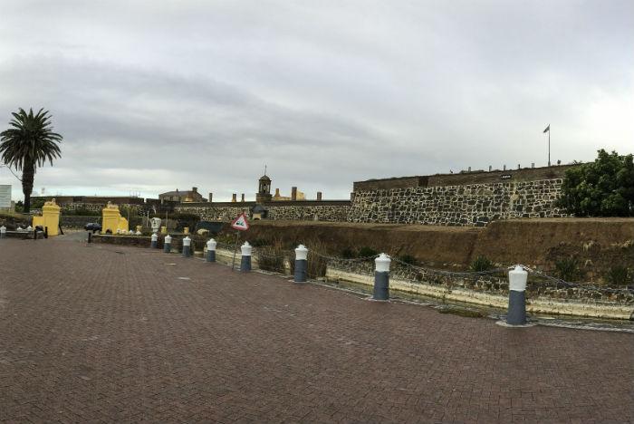 Construído pelos holandeses, Castelo da Boa Esperança lembra o recifense Forte das Cinco Pontas
