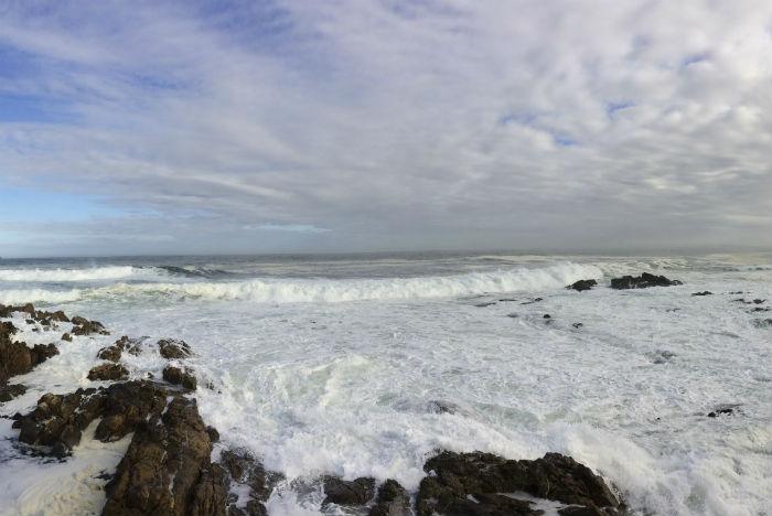 Encontro do mar com as rochas confere ar selvagem a Green Point