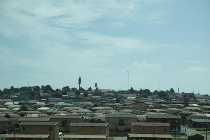 Criado nos anos de segregação racial, Soweto reúne 1,5 milhão de habitantes