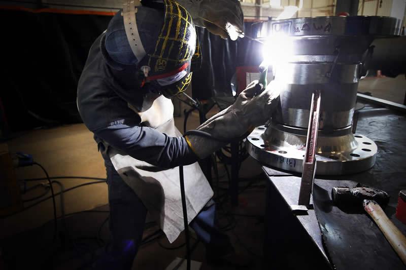 Empresa baiana MKS se instalou em Pernambuco no rastro dos estaleiros e da refinaria - Foto: Fernando da Hora/JC Imagem