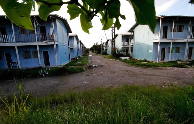 Alojamento da Conest abandonado, depois que operários foram demitidos - Foto: Fernando da Hora/JC Imagem