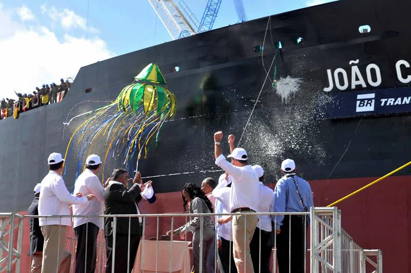 Batismo do navio João Cândido, em 2010, quando o estaleiro tinha 11 mil funcionários - Foto: Rodrigo Lôbo/Acervo JC Imagem
